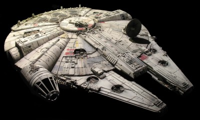 millennium-falcon-from-starwars-the-force-awakens-has-landed-with-7-5k-lego-bricks