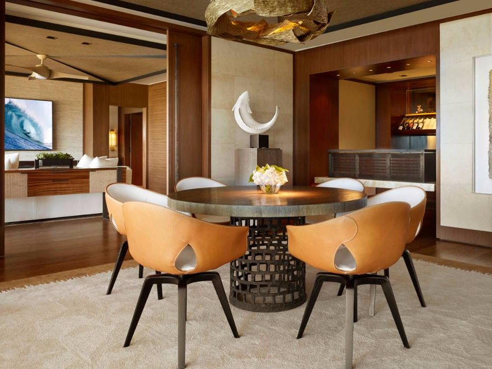 it-has-a-dining-room-that-seats-six