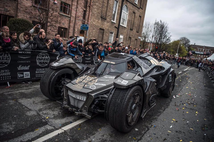 lamborghini powered batmobile steals the show in this year 39 s gumball 3000 thetechnews. Black Bedroom Furniture Sets. Home Design Ideas