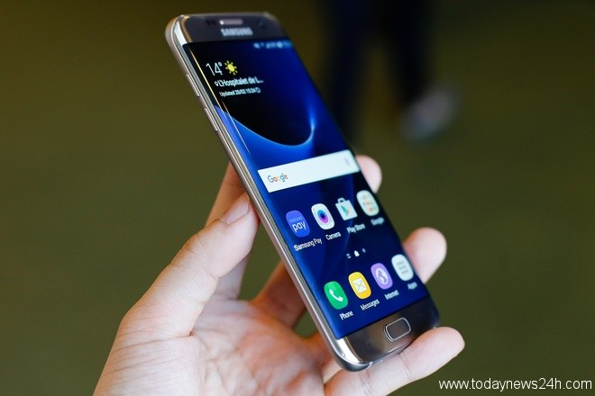 all up ing galaxy s smartphones may have curved screens