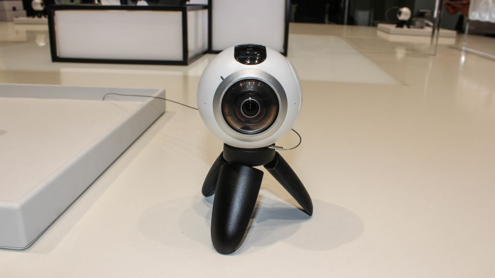 samsung gear 360 price drops 50 is now in the. Black Bedroom Furniture Sets. Home Design Ideas