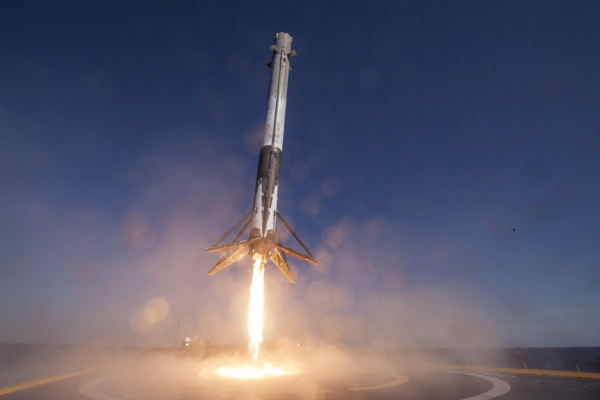 spacex-falcon-9-rocket-landing-on-drone-ship