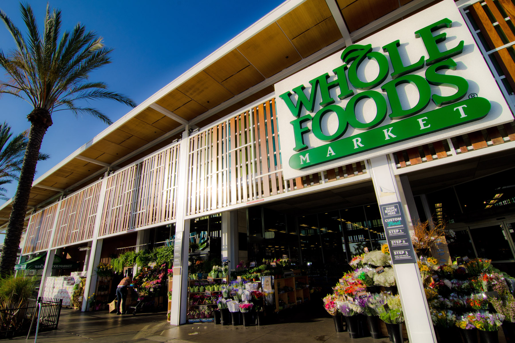 amazon-jolts-grocery-industry-buying-whole-foods-market