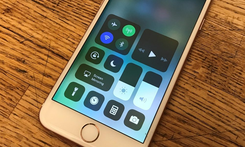 Apple rolls out iOS 11.1 update, brings new emojis, bug fixes